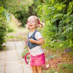 Jarní focení dětí - holčička s růžovou sukýnkou