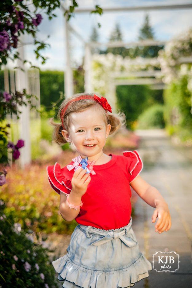 Jarní focení dětí - holčička s červenými šaty